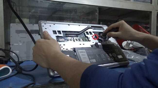 Hướng dẫn thay bàn phím laptop